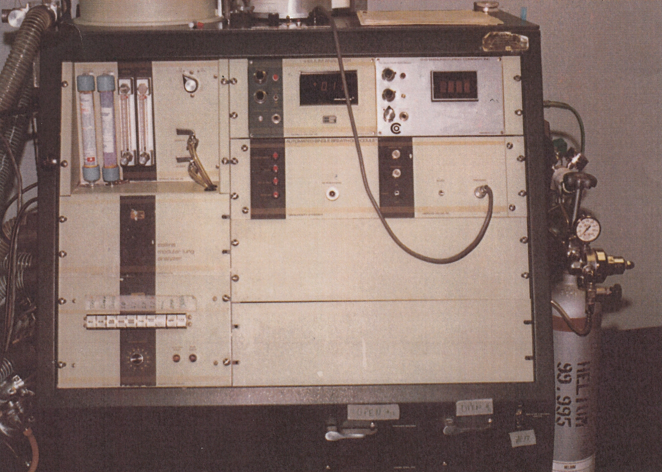 Collins_Modular_Lung_Analyzer_01_Front