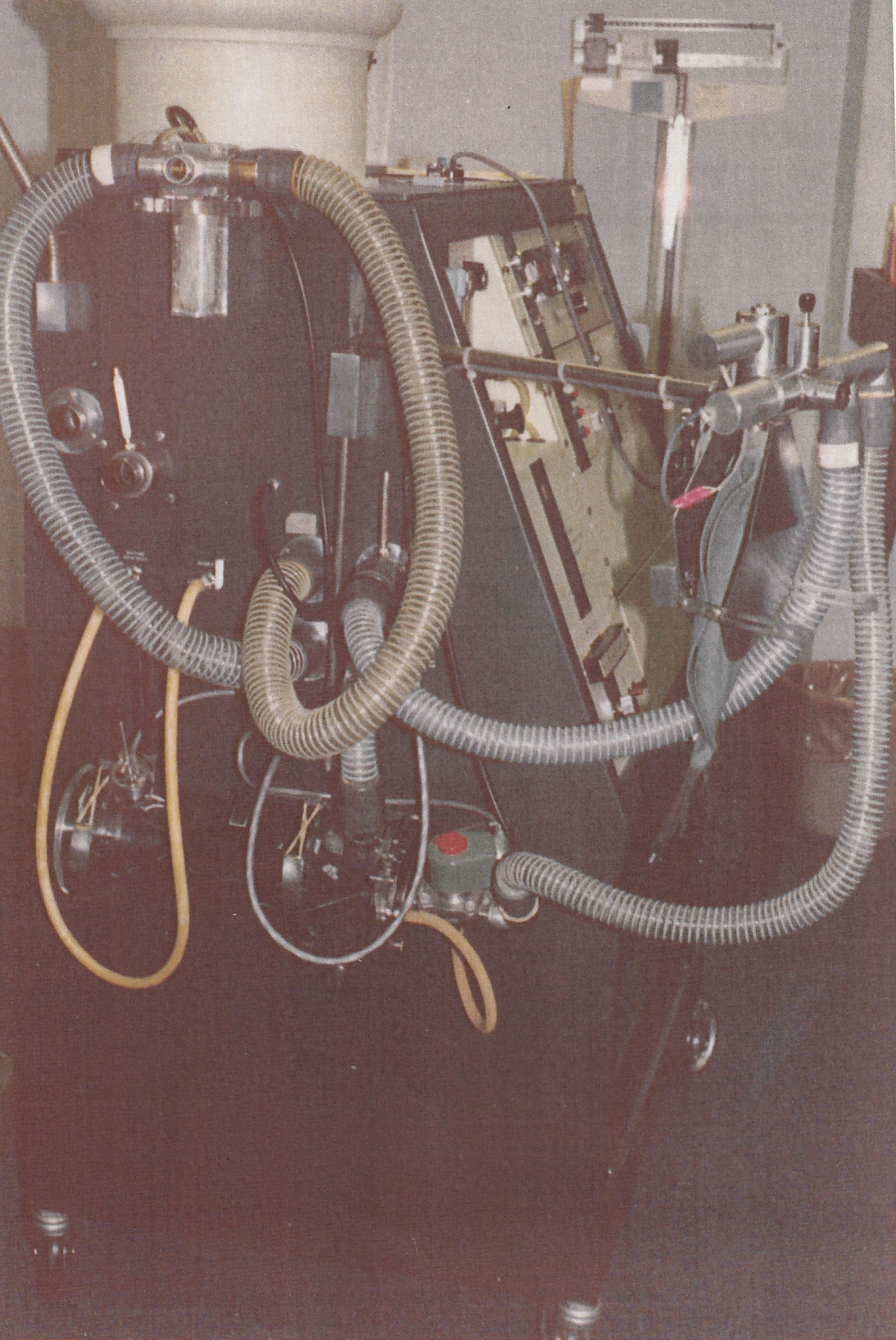 Collins_Modular_Lung_Analyzer_04_Left_Side