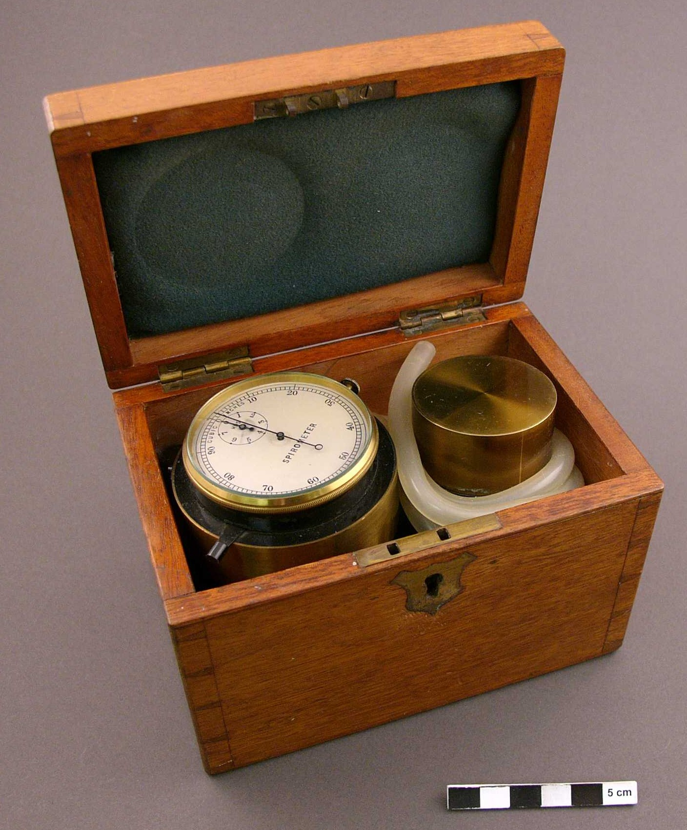 Spirometer_Unknown_Circa_1880s